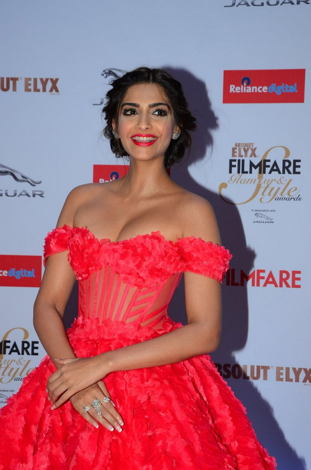 Sonam Kapoor At Filmfare Awards 2015